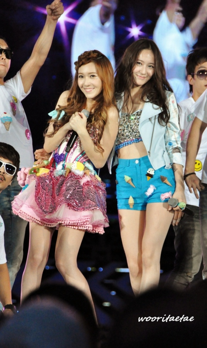 [Photo] 120818 Krystal & Jessica at SM Town Live World Tour III in Seoul - Image
