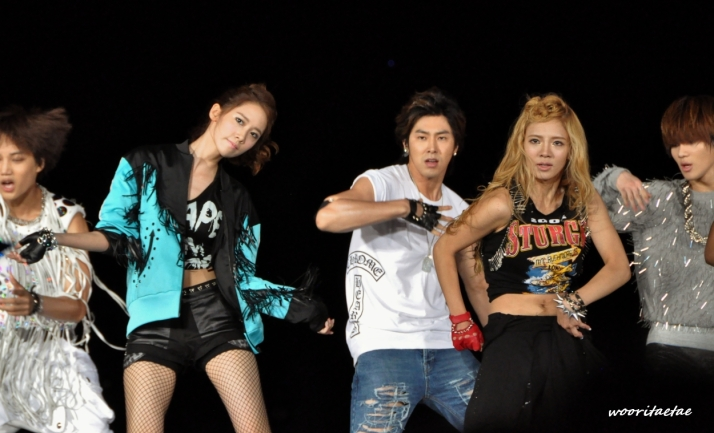[Photo] 120818 Yoona & Hyoyeon at SM Town Concert in Seoul