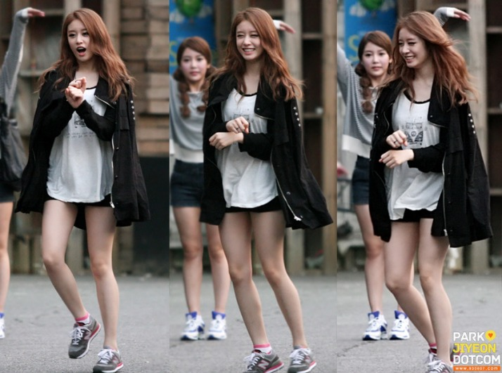 [Photo] 120909 Jiyeon at SBS's Parking Lots - Gangnam Style