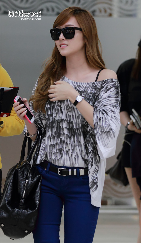 [Photo] 2012.09.14 Jessica at Airport