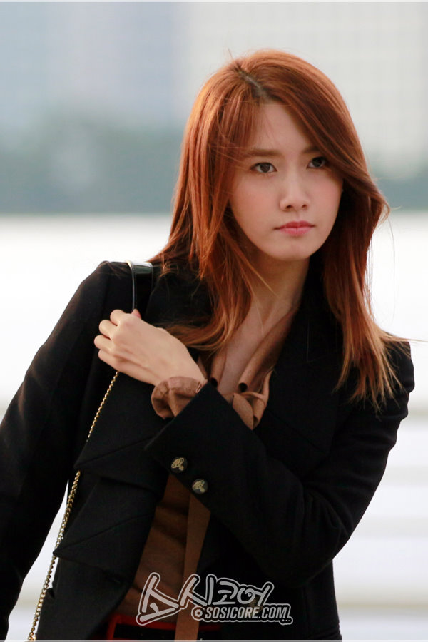 [PHOTOS] 121031 Yoona at Incheon Airport Part 1/2 ...