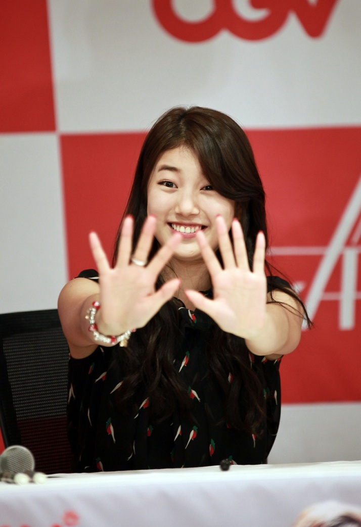 [Photo] Suzy at CGV Fan Sign Event