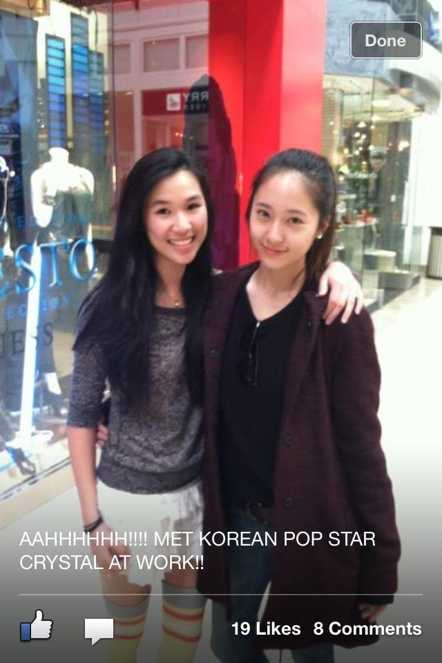 [Photo] Krystal with her fan at shop