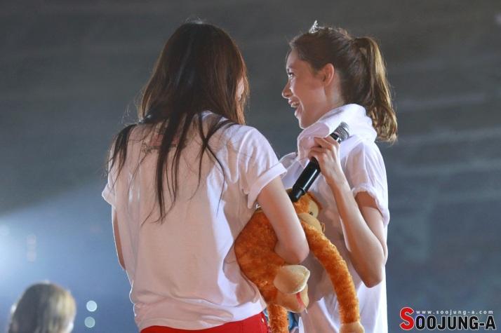 [Photo] Yoona & Krystal at SMTown