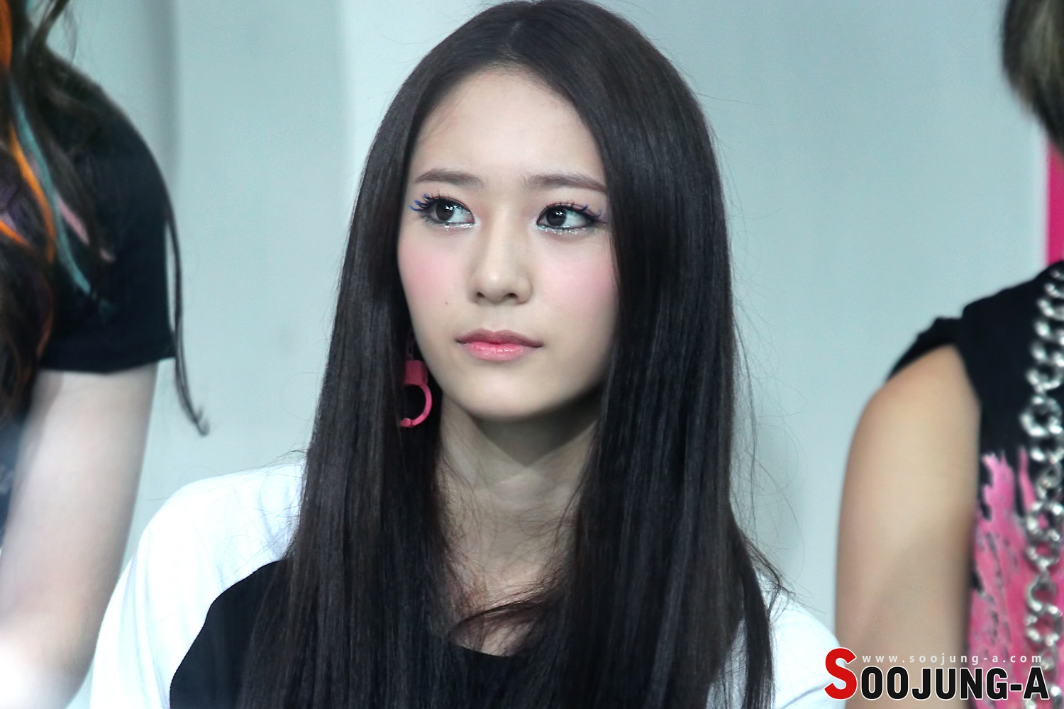 """[EVENT PHOTOS MONTHLY] Krystal (Jung Soo Jung)'s """"1st ... F(x) Krystal And Yoona"""