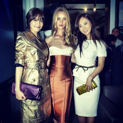[Photo] 121101 Yuri and Sooyoung with Rosie Huntington-Whiteley