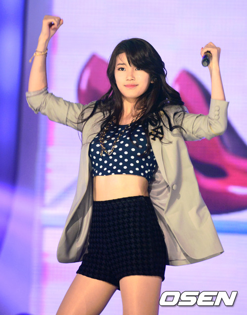[Photo] 121016 Suzy performance 'I don't need a man' in Show Champion
