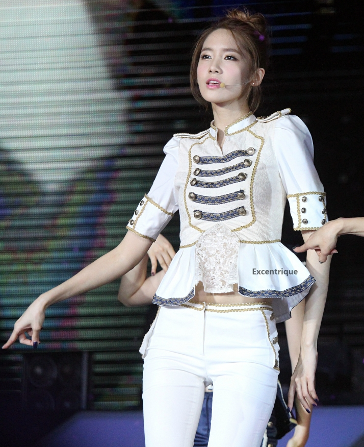 [PHOTO] 121123 Yoona at SMTOWN in Singapore