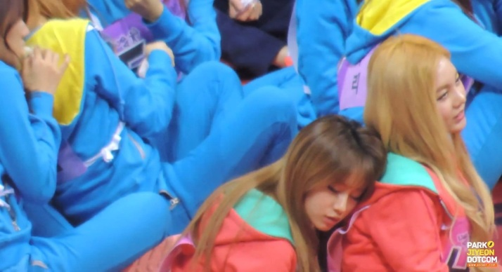 [PHOTO] Sleepy Jiyeon and Qri at Idol Athlete Championship 2013